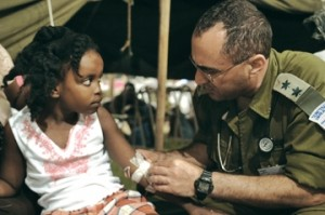 An IDF doctor tends to a patients at the field hospital in Haiti (IDF)